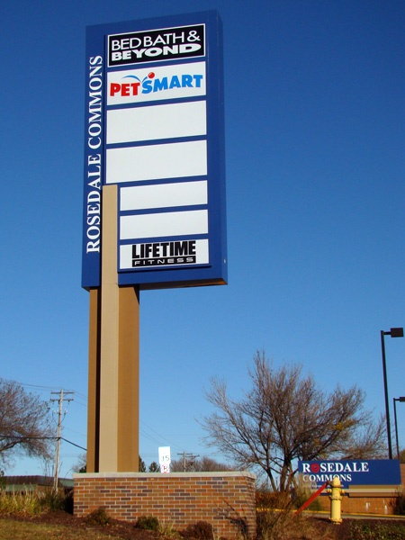 Example of retail pylon sign from Spectrum Signs