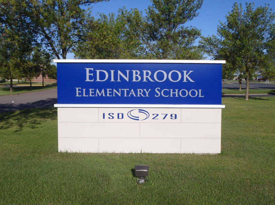 Example of custom school signs developed by Spectrum Signs